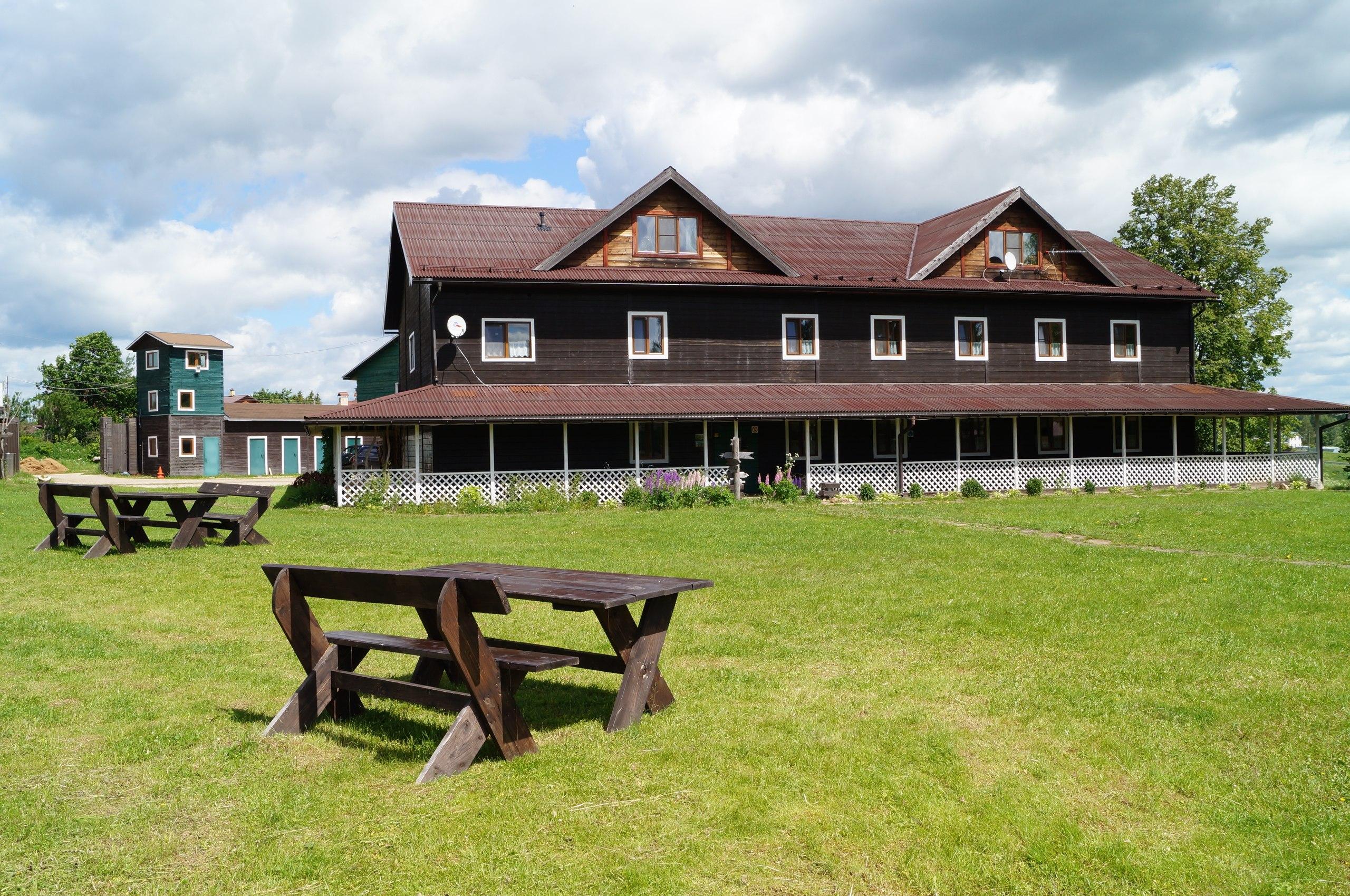 Основное здание «Экофермы на Новой Риге»