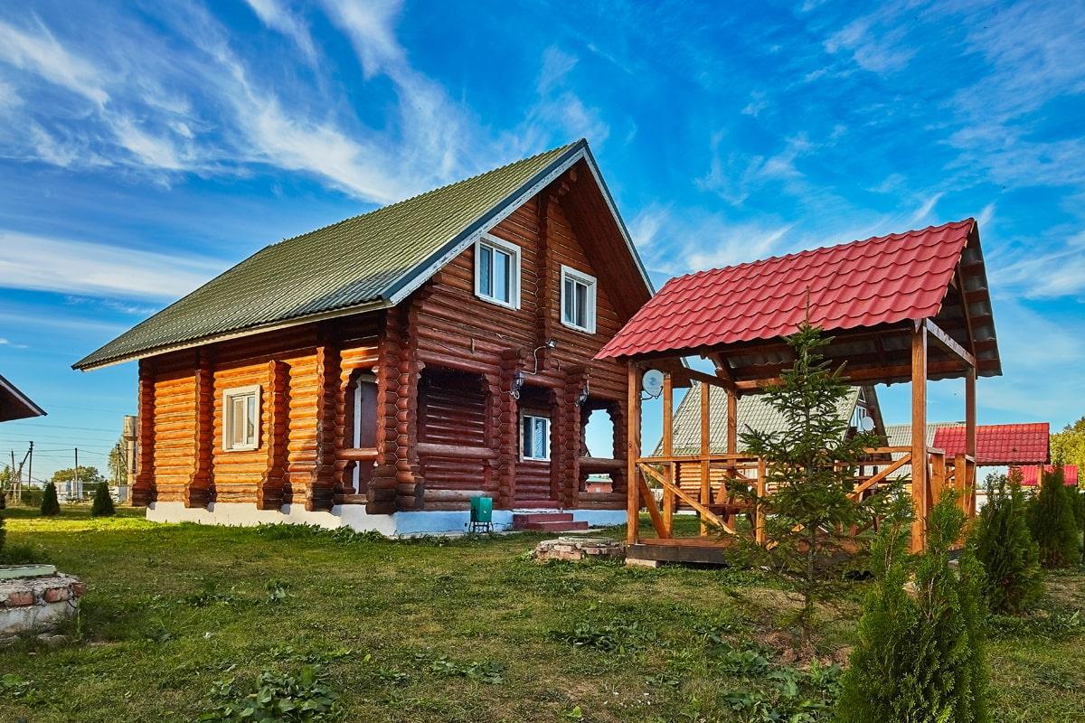Все дома на базе отдыха Zubovo Village Club сложены из кедрового бруса