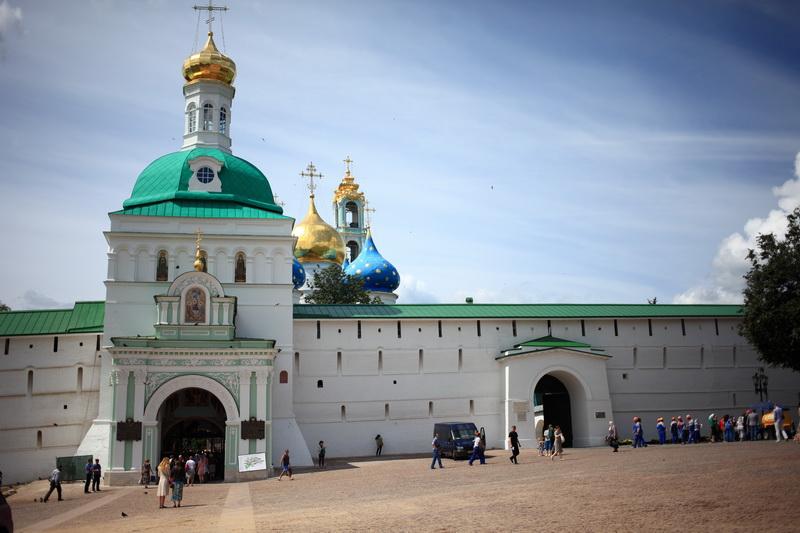 Троице-Сергиева Лавра — один из крупнейших действующих монастырей России