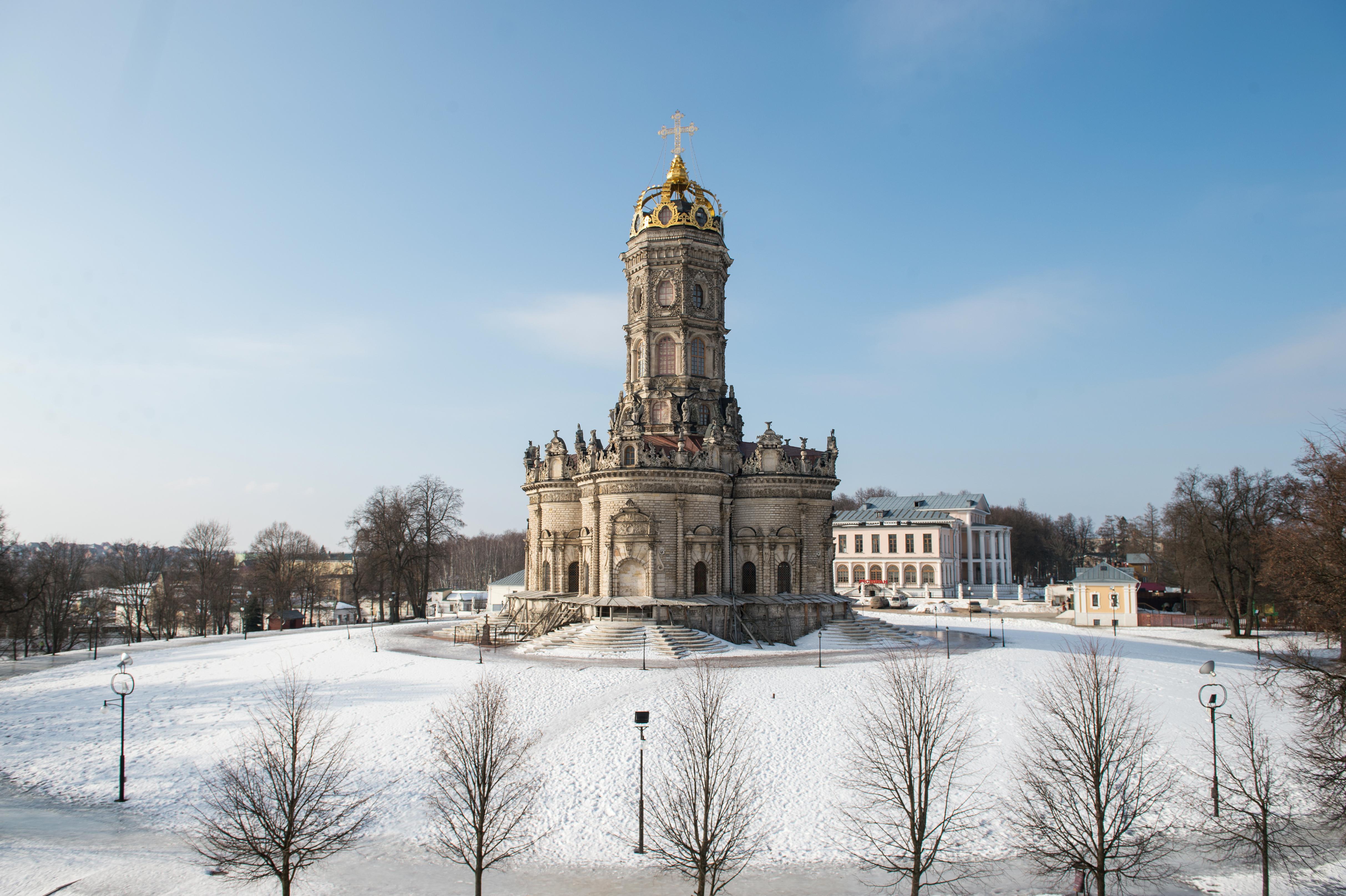 Церковь Знамения Пресвятой Богородицы в Дубровицах зимой